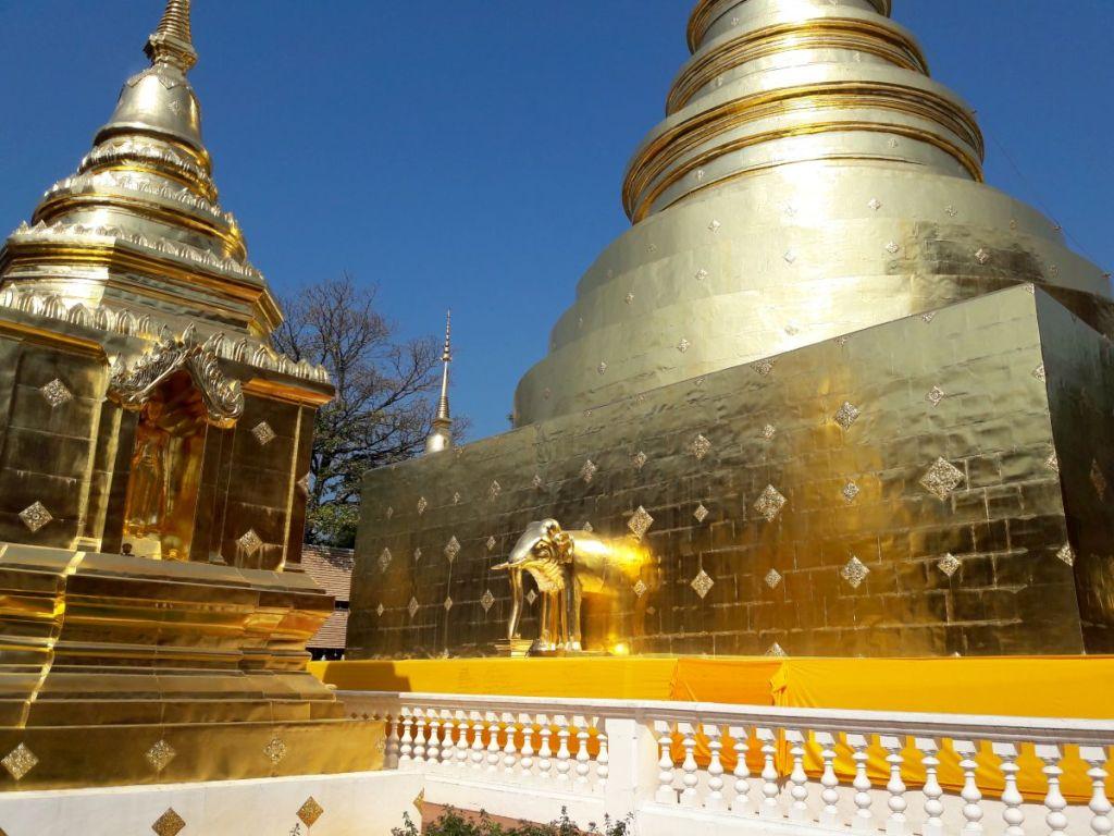 Goldener Tempel mit Elefant