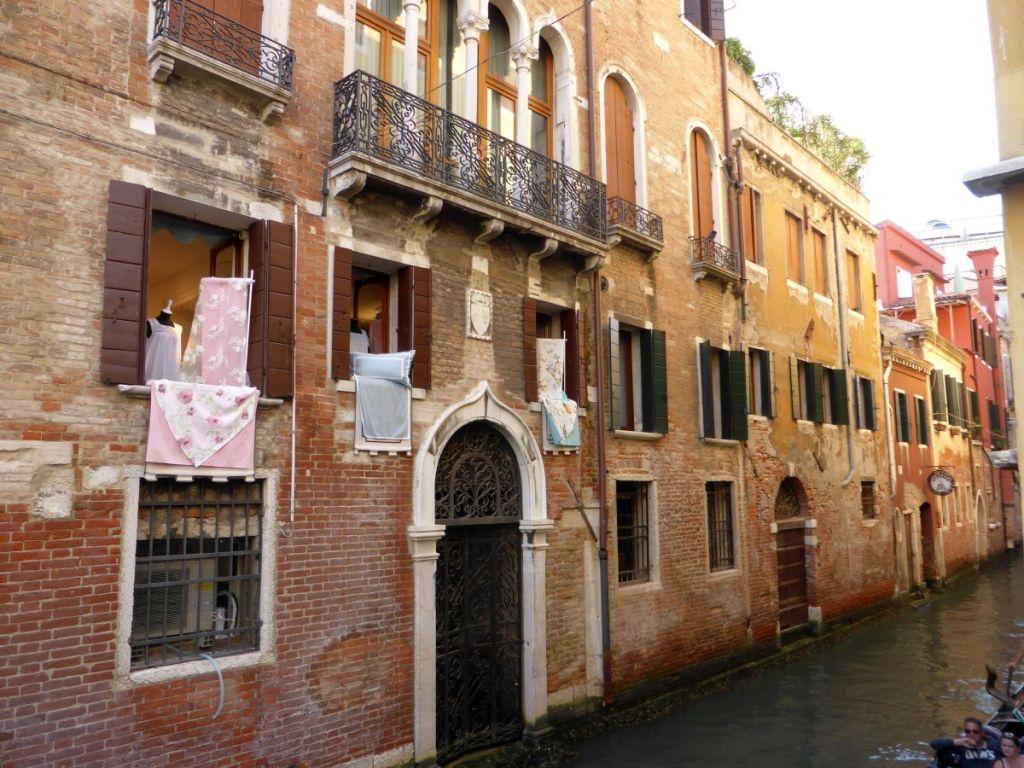 Häuserfront in Venedig
