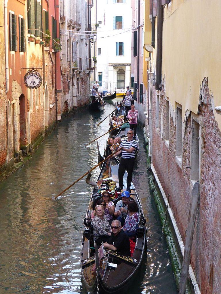 Stau im Kanal