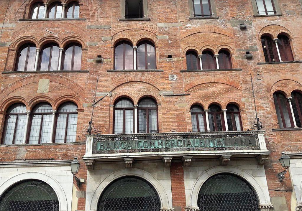 Marodes Gebäude einer italienischen Bank