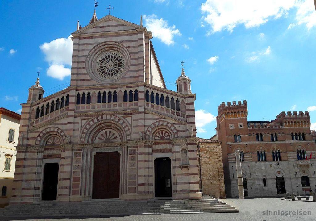 Kirche und Rathaus in Grosseto