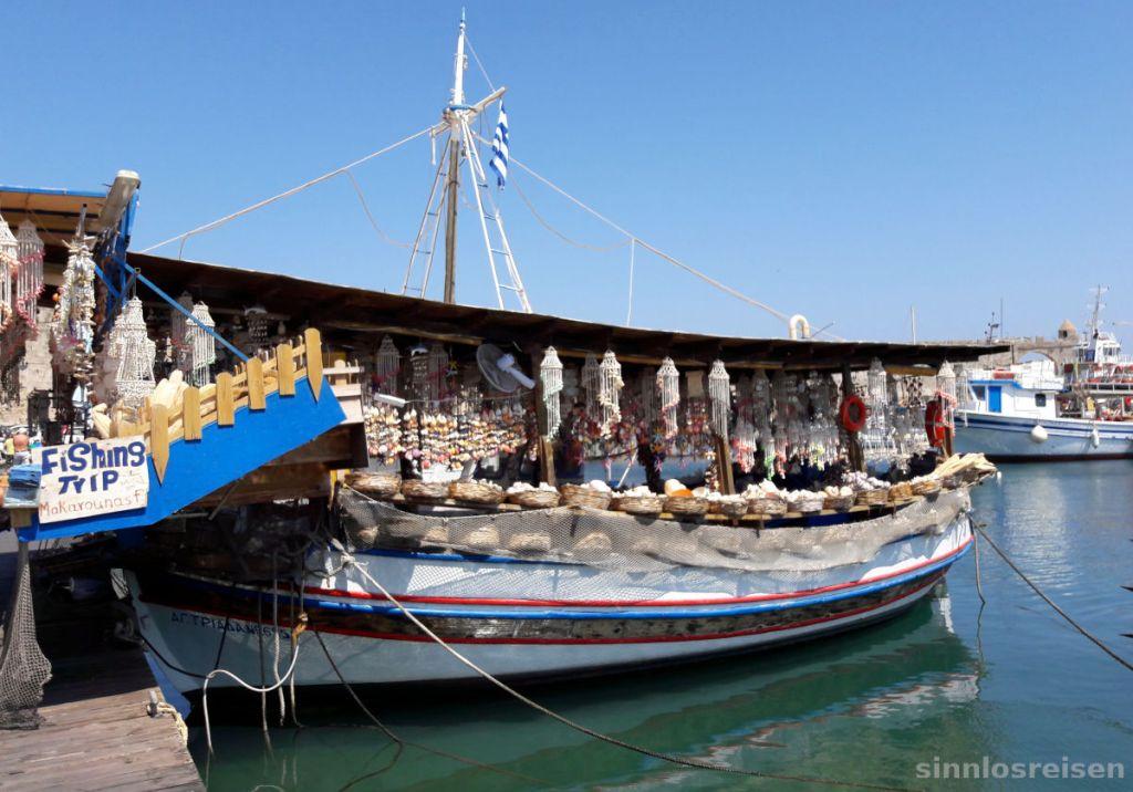 Touristenboot am Hafen von Rhodos