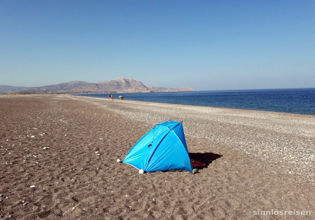 Zelt am einsamen Strand