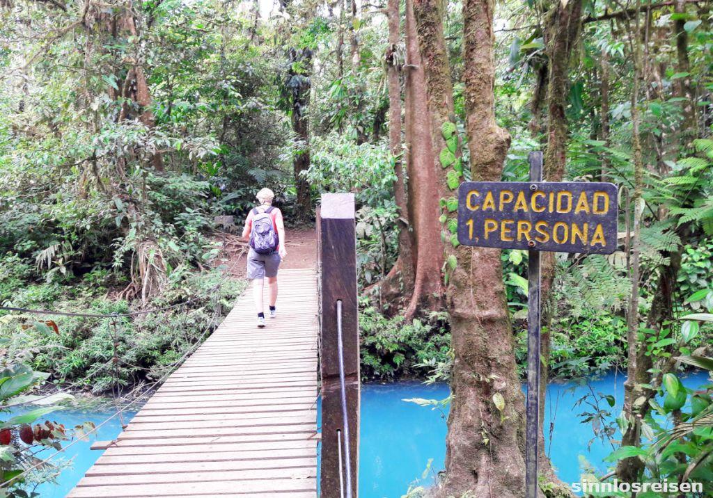 Hängebrücke über den Rio Celeste
