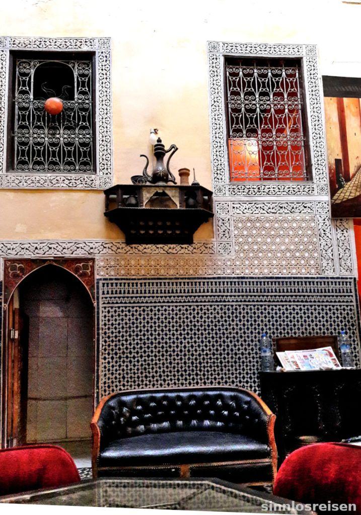 Wand mit orientalischen Ornamenten verziert