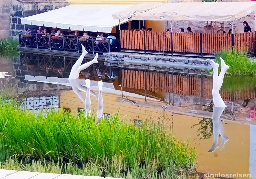 Skulpturen im Wasser