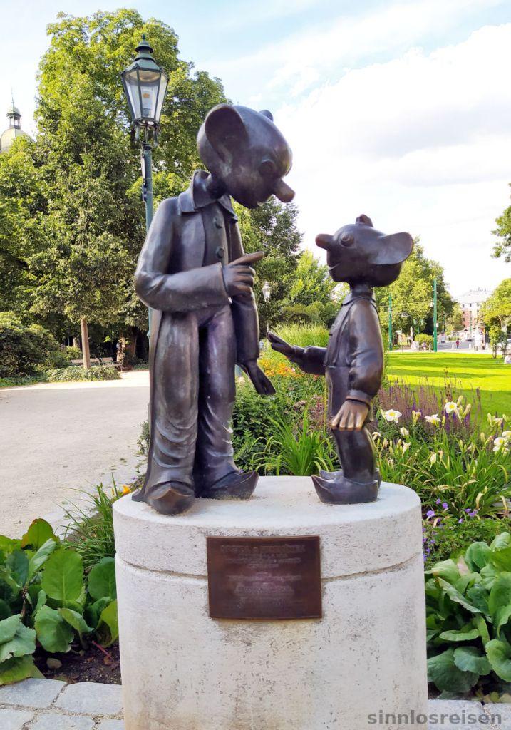 Statue mit Hurvinek und Spejbl